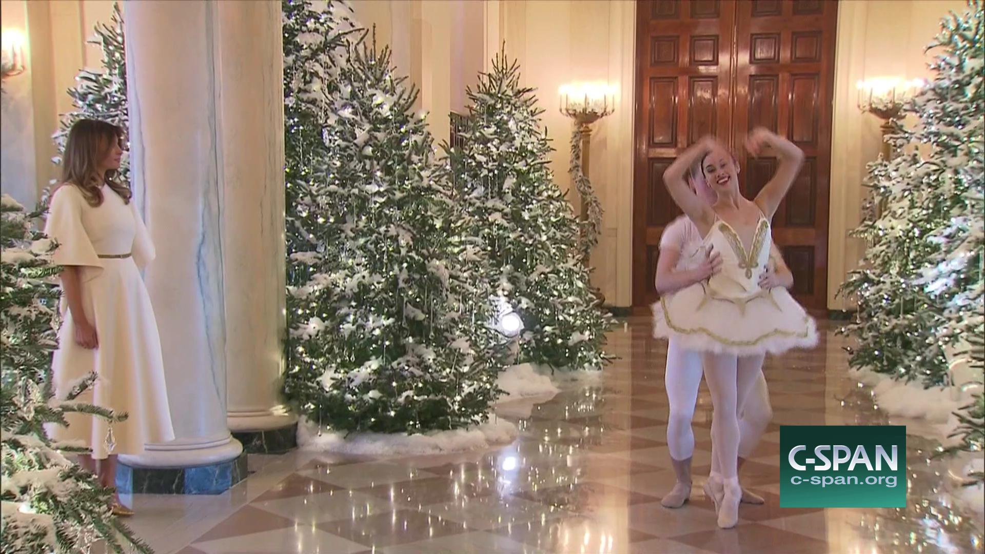 lady meets children making white house holiday decorations nov 27 2017